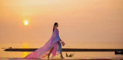 Thanh Hằng sải bước dưới ánh hoàng hôn tại 'Fashion Voyage'