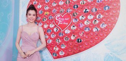 Hoa hậu Huỳnh Vy diện váy hồng, kêu gọi đóng góp quỹ mua vaccine cho người dân