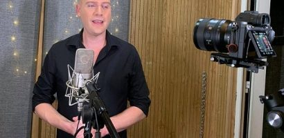 Kyo York xúc động khi hát ca khúc 'Ngày mai tươi sáng' bằng tiếng Anh