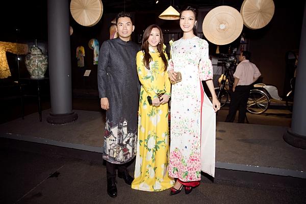 Thu Hoài diện áo dài nổi bật, tự tin đọ sắc cùng Hoa hậu Thùy Dung