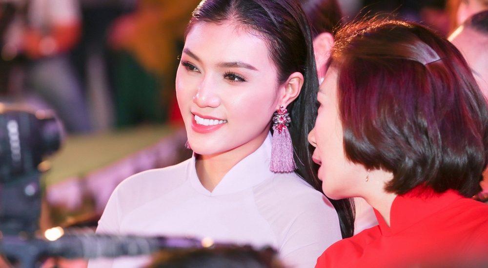 Á khôi Giao Linh hào hứng dự lễ khai mạc 'Lễ hội Áo dài 2018'