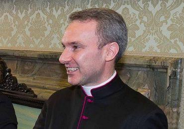 Nhà ngoại giao Vatican bị bắt vì cáo buộc tàng trữ ảnh ấu dâm