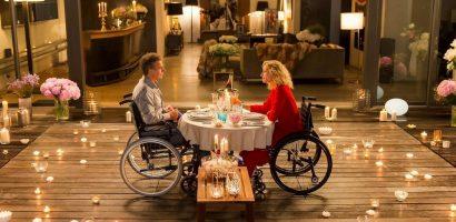 Cách hai diễn viên điều khiển bánh xe lăn tình yêu trong 'Lăn đến bên em'