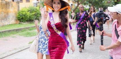 Người đẹp Phan Thị Mơ diện đầm, đội nón lá đi tập chương trình