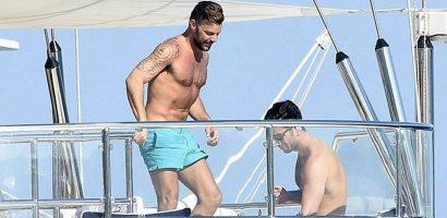 Ricky Martin khoe cơ bắp khi đi nghỉ mát cùng chồng