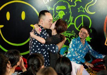 Tiến Luật hôn Thu Trang thắm thiết trước hàng trăm khán giả hâm mộ