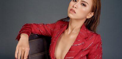 Á quân 'Duyên dáng bolero' Trương Diễm khoe ngực hờ hững với vest