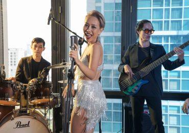 Ca sĩ Thảo Trang rạng rỡ tham dự sự kiện