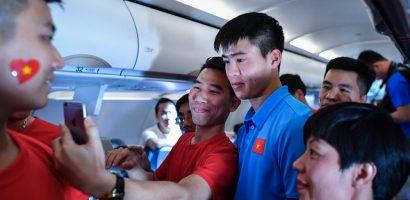 Chuyến bay về nước vui vẻ của thầy trò HLV Park Hang-seo