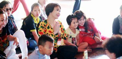 Việt Hương cùng 400 phật tử cầu bình an cho năm mới