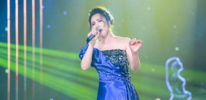 Hồ Quỳnh Hương xúc động khi hát tại quê hương