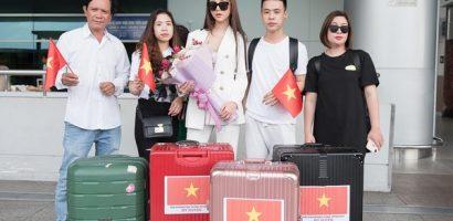 'Người đẹp bóng chuyền' Mỹ Huyền khoe eo thon tại sân bay