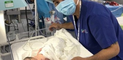Con gái Ưng Hoàng Phúc vừa chào đời đã khóc lớn, nặng 3.2kg