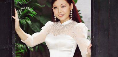 Diễn viên Kim Thanh Thảo tự tin khoe 'eo con kiến' trong bộ ảnh áo dài