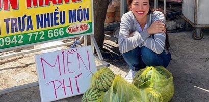 Á hậu Kim Duyên 'giải cứu' gần 400kg dưa hấu cho nông dân Cần Thơ
