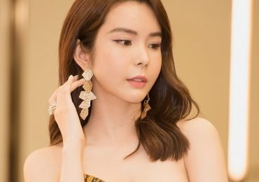 Hoa hậu Huỳnh Vy diện váy xẻ chân táo bạo tại sự kiện