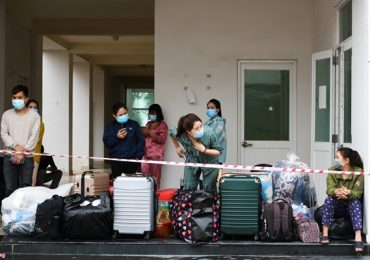 Di dời khẩn cấp 1.800 công nhân đến điểm cách ly mới