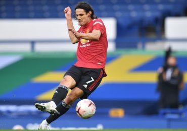Cavani bị loại ở trận gặp AC Milan vào phút chót