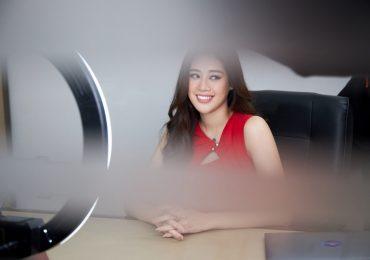 Á hậu Hoàng My, Á hậu Hoàng Thuỳ sắm vai giám khảo phỏng vấn giả định Khánh Vân