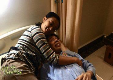 Gõ cửa nhà Táo: Hồng Ánh 'lật tẩy' thói quen ngộ nghĩnh của Thái Hóa trên phim trường