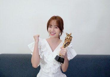 Vừa tung web-drama đầu tay, Jang Mi đã được vinh danh bằng giải thưởng lớn